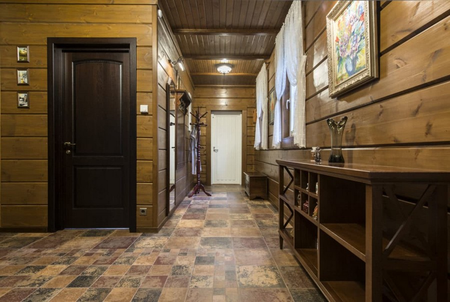 6-1-log-timber-wooden-house-entry-room-corridor-interior-design-walls-draped-sheer-curtains-brown-ceiling-beams-console-coat-rack-mirror
