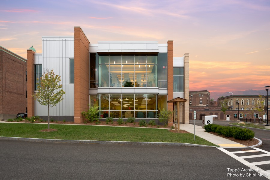 Tappe-Architects-small-town-LEED-platinum-Athol-Public-lbrary-Massachusetts-USA-exterior-design-panoramic-windows-glazing-addition-to-historic-building-colonnade