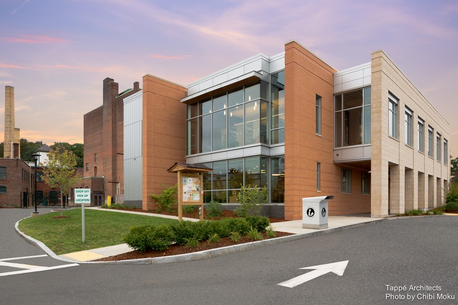 Tappe-Architects-small-town-LEED-platinum-Athol-Public-lbrary-Massachusetts-USA-exterior-design-panoramic-windows-glazing-addition-to-historic-building