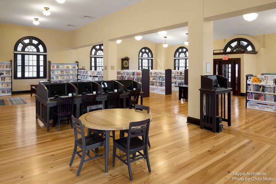Tappe-Architects-small-town-LEED-platinum-Athol-Public-lbrary-Massachusetts-USA-interior-design-historic-Carnegie-part-vintage-yellow-hard-pine-floor-dark-woos-desks-arched-windows
