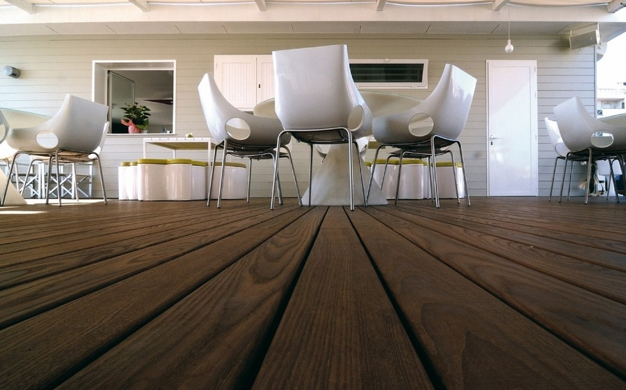 1-thermally-modified-wood-in-outdoor-terrace-exterior-design-decking-floor
