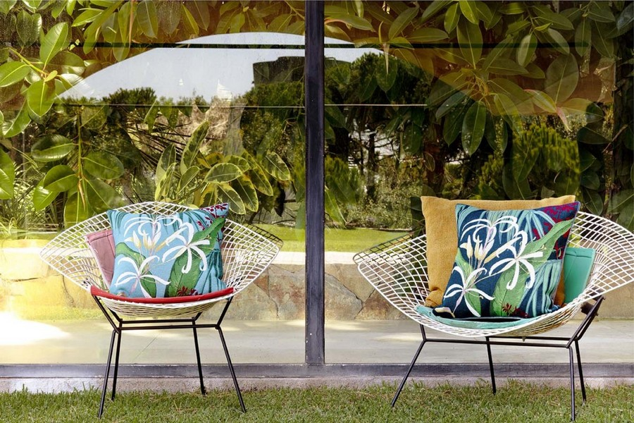 2-Yves-Delorme-Paris-France-new-collection-home-textile-summer-2017-decorative-thrwo-couch-pillows-floral-pattern-blue-green