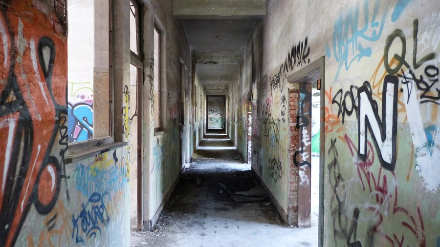 2-graffity-walls-building-interior-construction-site