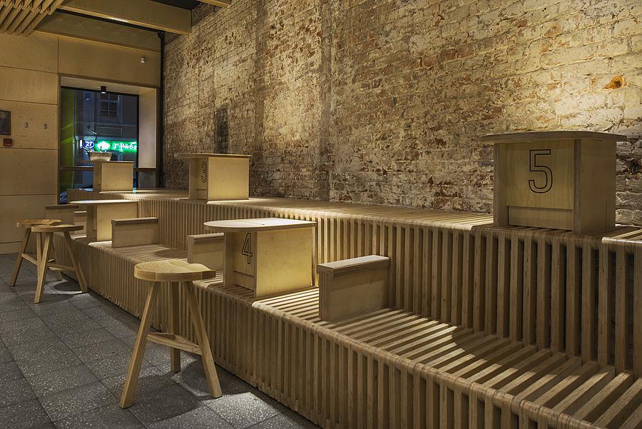 3-1-parka-Moscow-craft-beer-bar-interior-design-loft-Scandinavian-style-motifs-light-ash-wood-furniture-benches-stools-tables-masonry-wall