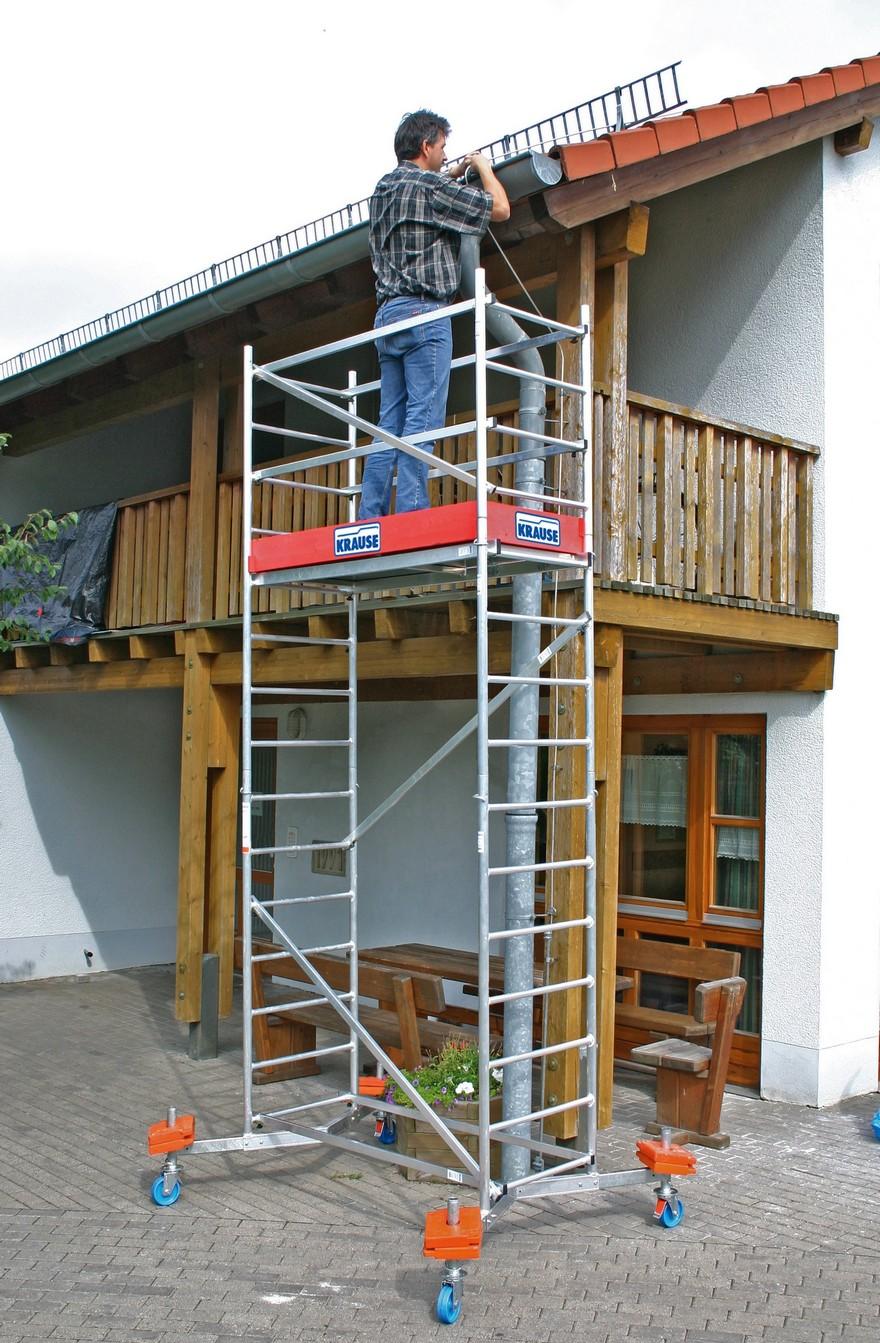 3-scaffold-towers-roof-work-repair-man-gutter-maintenance-standing_cr