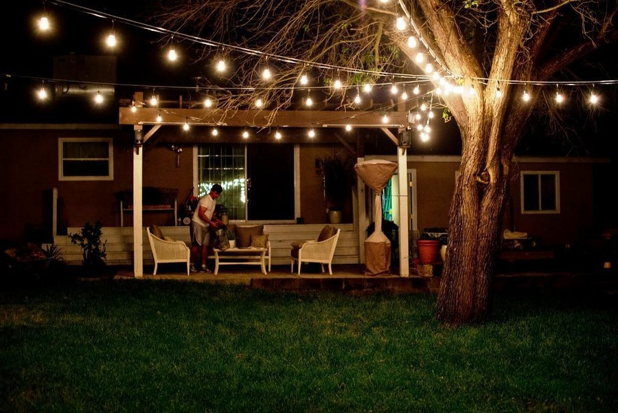 4-6-outdoor-garden-landscape-lighting-ideas-rope-string-holiday-lights-bulbs-open-terrace-dining-table