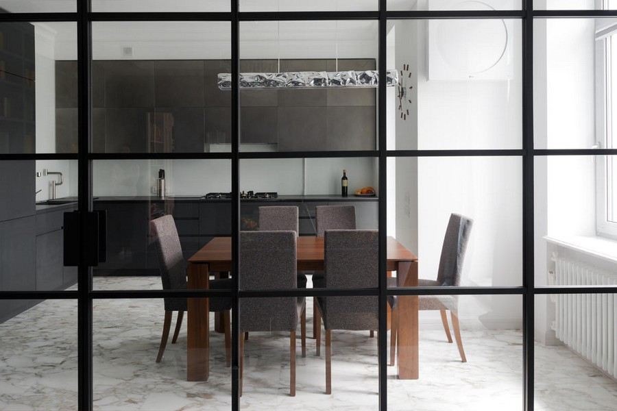 4-American-style-interior-hi-tech-style-kitchen-set-push-to-open-cabinets-black-Kerlite-dining-room-set-transparent-glass-wall-frame-white-walls-marble-floor-tiles-Calacatta