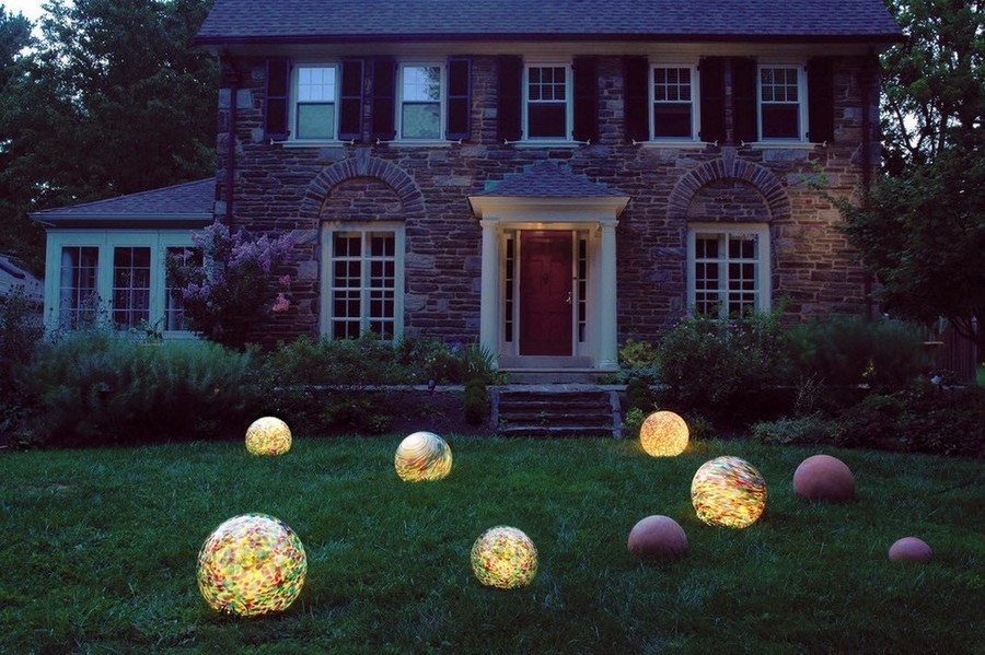 5-2-outdoor-garden-landscape-lighting-ideas-ornamental-lights-installation-spheres-balls-on-the-lawn