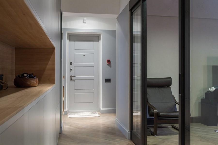 6-4-corridor-interior-design-glass-sliding-door-built-in-closet-light-wood-gray-walls-entance-door
