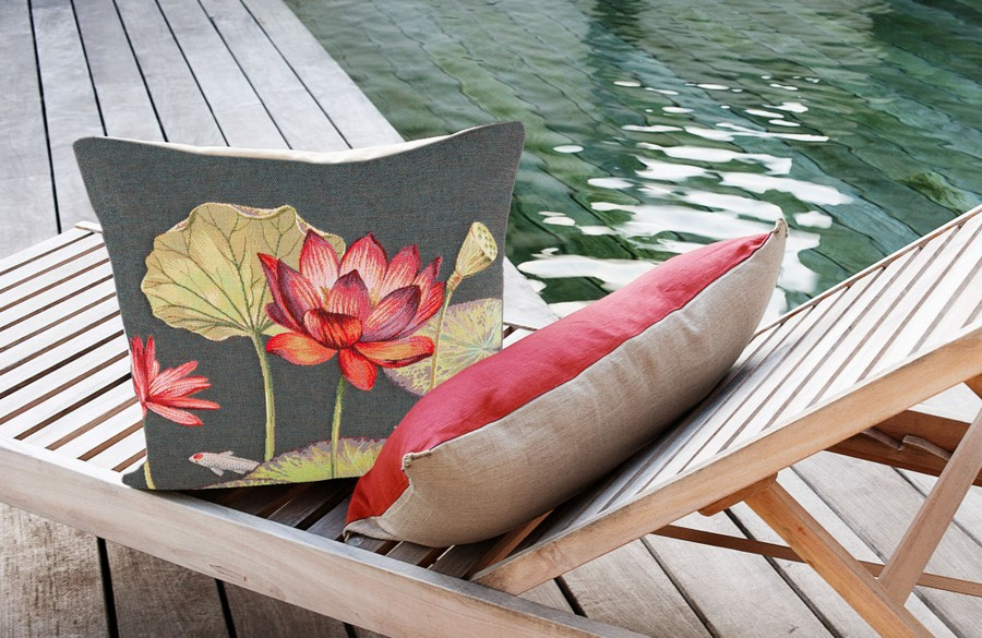 9-Yves-Delorme-Paris-France-new-collection-home-textile-summer-2017-decorative-couch-throw-pillows-flowers-floral-pattern