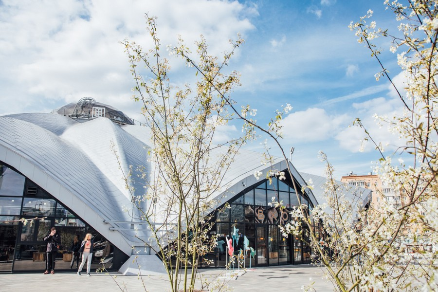 0-beautiful-covered-food-market-exterior-design-Danilovsky-market-in-Moscow-architecture