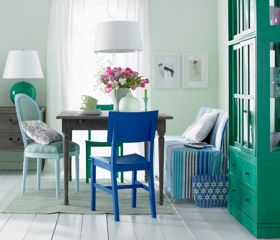 0-dining-room-zone-area-interior-design-traditional-country-style-green-blue-gray-colors-mismatched-chais-table-stripy-sofa-cupboard-glass-cabinet-chest-of-drawers-painted-wooden-floor-flower-vase-cozy-beautiful