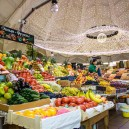 00-cozy-beautiful-courtyard-style-covered-food-market-interior-design-Danilovsky-market-in-Moscow-foodstuffs-garland-lights