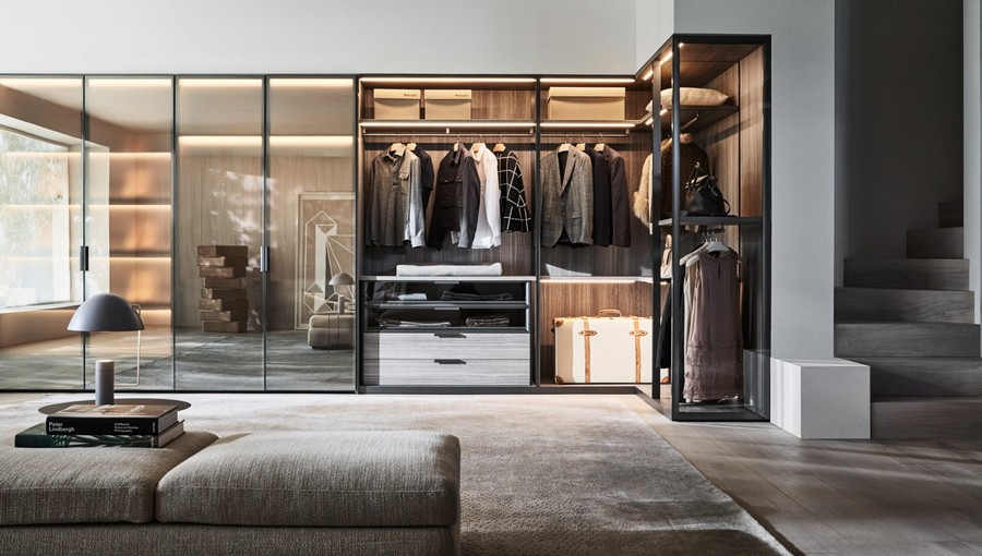 1-1-Molteni-&-C-new-collection-of-contemporary-style-furniture-at-Salone-de-Mobile-Exhibition-Milan-2017-glass-walk-in-closet