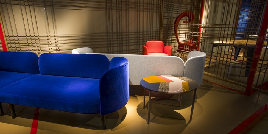 1-3-Moroso-new-collection-of-contemporary-style-furniture-at-Salone-de-Mobile-Exhibition-Milan-2017-deep-blue-velevt-sofa-multicolor-coffee-table