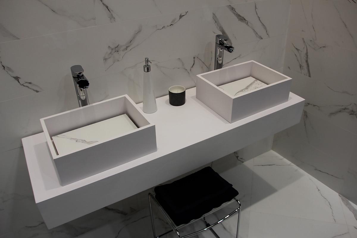1-7-ceramic-tiles-in-bathroom-interior-design-faux-white-marble-Azulev-brand-collection-2017