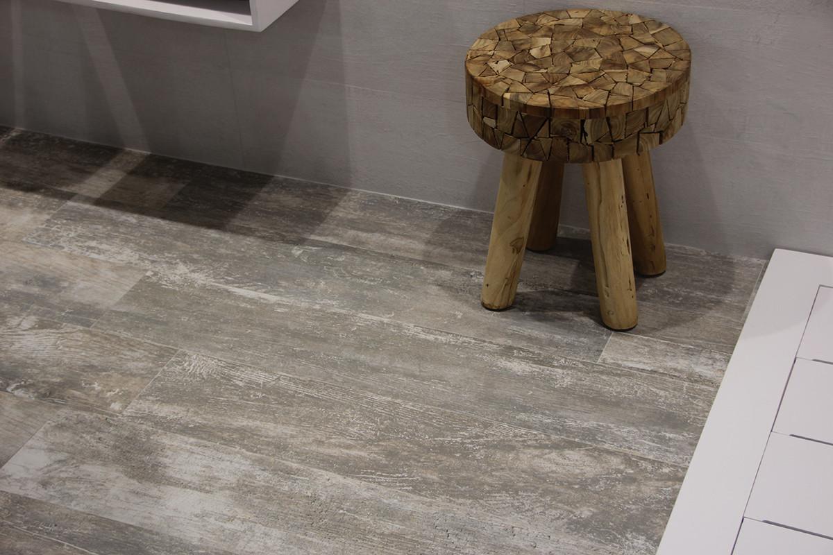 1-8-ceramic-tiles-gray-aged-in-bathroom-interior-design-Azulev-brand-collection-2017