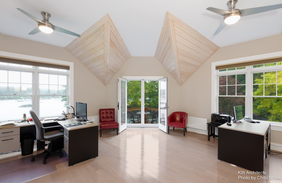13-contemporary-style-office-home-work-room-study-interior-design-brown-desks-sloped-ceiling-panoramic-windows-river-view-port-Kennebunk-chairs-beige-walls