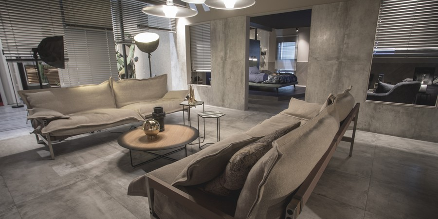 2-1-Diesel-new-collection-of-contemporary-style-furniture-at-Salone-de-Mobile-Exhibition-Milan-2017-gray-walls-sofas-coffee-table