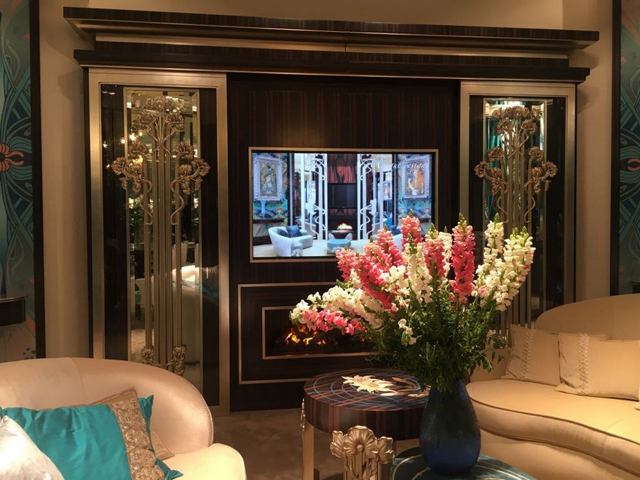 2-6-Medea-Liberty-collection-new-collection-of-contemporary-style-furniture-at-Salone-de-Mobile-Exhibition-Milan-2017-gorgeous-luxuriuos-living-room-interior-design-beige-and-blue-glass-doors-flower-vase-TV-set