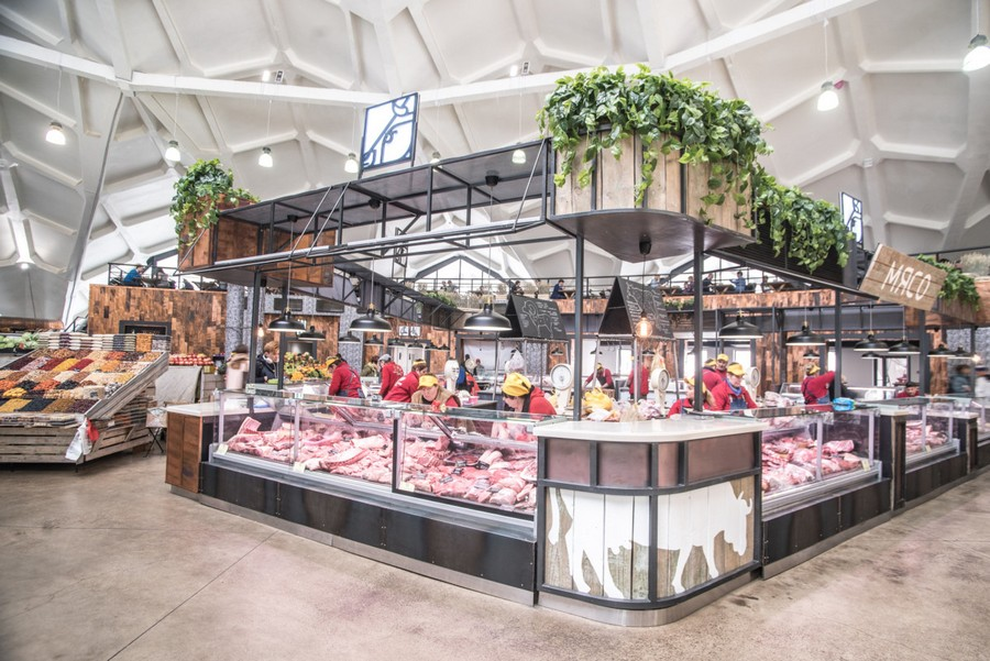 3-1-cozy-beautiful-courtyard-style-covered-food-market-interior-design-Danilovsky-market-in-Moscow-butchery-row-meat