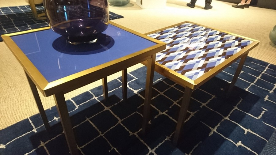 4-2-American-style-furniture-collection-2017-in-interior-design-High-Point-Market-Fair-Spring-2017-mixed-material-coffee-tables-blue-and-white-geometrical-patterns0rug-vase