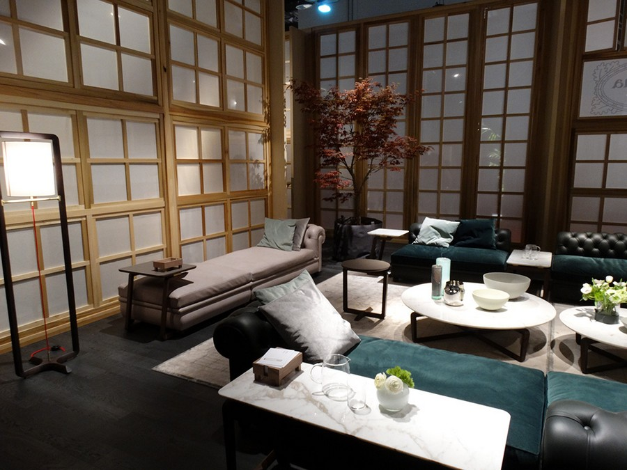 5-2-Poltrona-Frau-new-collection-of-contemporary-style-furniture-at-Salone-de-Mobile-Exhibition-Milan-2017-velvet-gray-blue-day-bed-couch-Japanese-walls