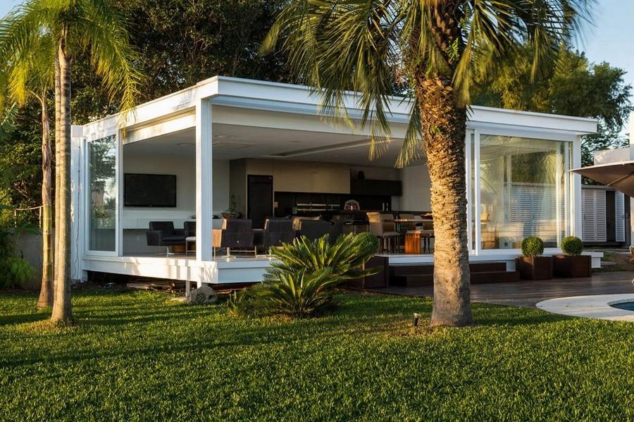 5-2-outdoor-summer-kitchen-interior-design-ideas-open-closed-exterior-sliding-glass-doors-lounge-area-sofa-TV-set-dining-table