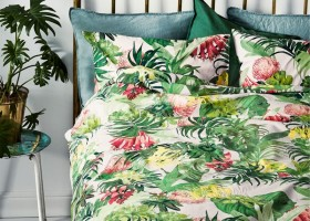 7-H&M-Home-tropical-motifs-green-bright-yellow-palmps-red-flowers-bed-linen-set-bedclothes-summer-collection-2017