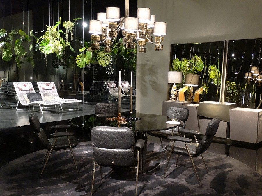 8-1-Roberto-Cavalli-Home-Interiors-new-collection-of-contemporary-style-furniture-at-Salone-de-Mobile-Exhibition-Milan-2017-dining-room-set-round-glass-table-black-leather-arm-chairs