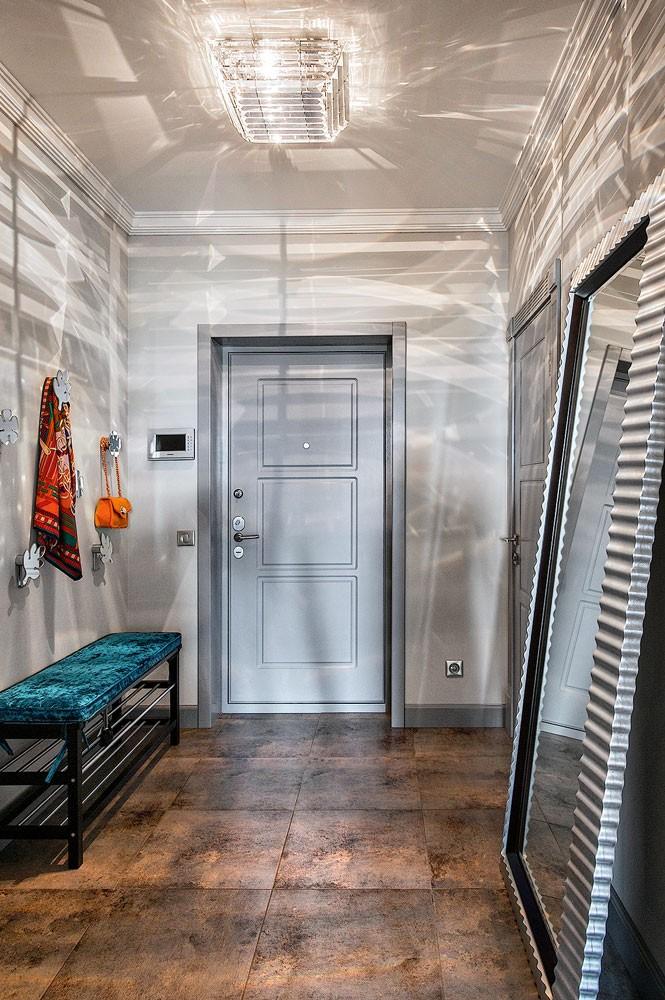 9-entry-enttance-hall-hallway-interior-design-upholstered-turquoise-velvet-shoe-bench-coat-racks-full-length-mirror-in-metal-frame-ceiling-light-fixtyre-lamp-art-deco-style-beige-floor-tiles-gray-block-parquet