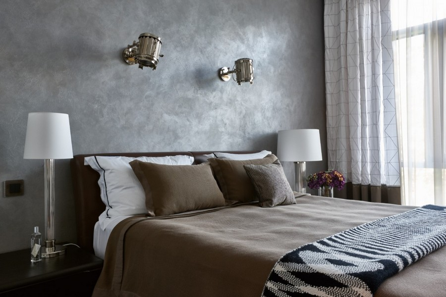 0-contemporary-style-interior-design-bedroom-gray-walls-bed-bedside-lamps-nighstands-brown-cover-bedspread-bicolor-curtains-wall-lamps-black-and-white-blanket