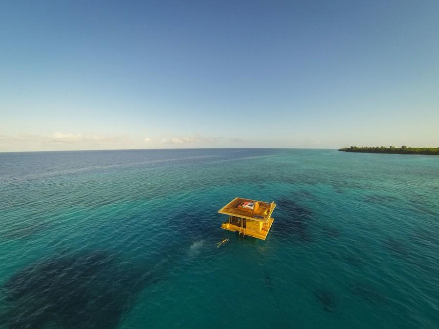 1-Manta-Resort-hotel-Tanzania-Pemba-Island-underwater-under-the-sea-room-floating-house