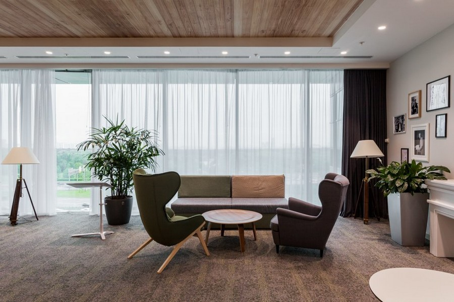 1-new-refreshed-renovated-Microsoft-office-headquarters-in-Moscow-interior-design-recreational-lounge-zone-corner-sofa-arm-chair-with-ears-beige-white-curtains-indoor-plants-portraits-traditional-style