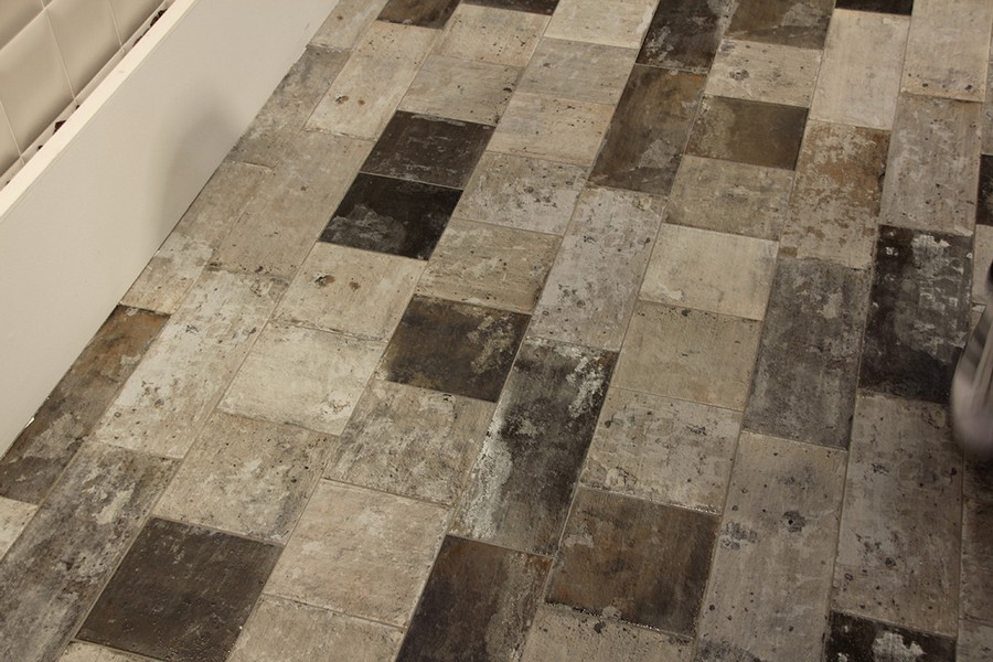 12-10-ceramic-tiles-in-interior-design-Cas-Ceramica-brand-collection-2017-artificially-aged-gray-brown-beige-floor-tiles