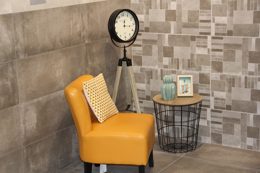 13-4-ceramic-tiles-in-interior-design-Azteca-brand-collection-2017-beige-and-gray-wall-tiles-yellow-arm-chair-coffee-table-clock