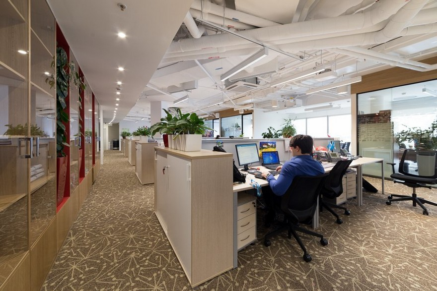 2-2-Mattel-office-interior-design-Russia-Moscow-toys-seller--light-white-walls-exposed-ceiling-pipes-wires-beige-carpeting-panoramic-windows-indoor-plants-white-furniture-desks