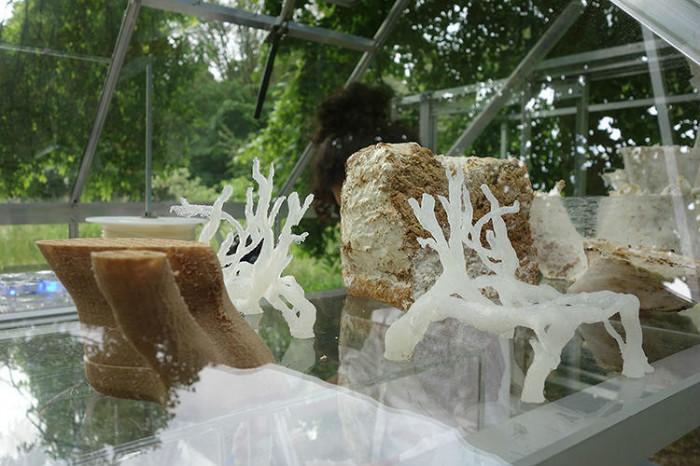 2-3-3D-printed-furniture-made-on-3D-printer-arm-chair-eco-design-by-Eric-Klarenbeek-Dutch-Netherlands-living-chair-mushrooms-bioplastic-mycelium