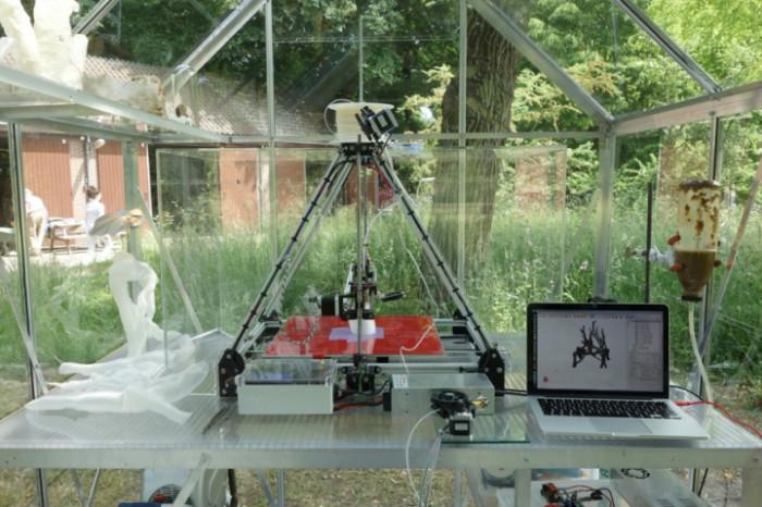 2-4-3D-printed-furniture-made-on-3D-printer-arm-chair-eco-design-by-Eric-Klarenbeek-Dutch-Netherlands-living-chair-mushrooms-bioplastic-mycelium