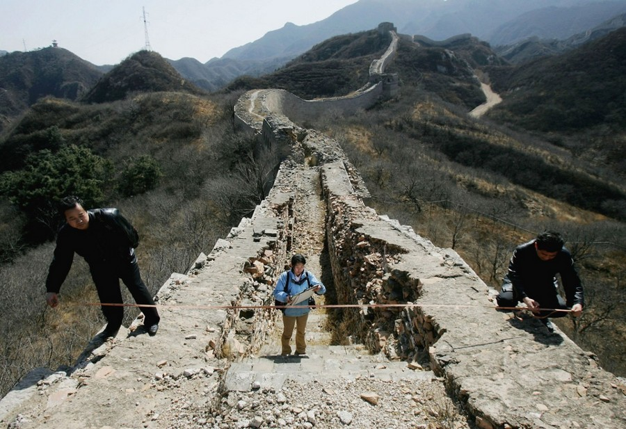 2-the-Great-Wall-of-China-view-panoramic-thin-destroyed-ruined-people-volunteers-measuring-restoration
