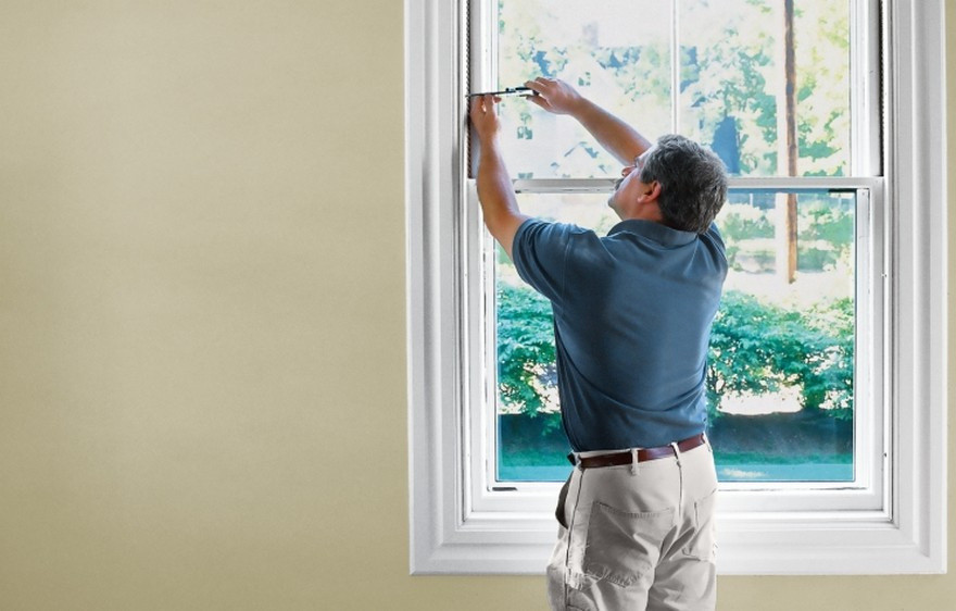 3-man-repairing-sash-windows-maintenance