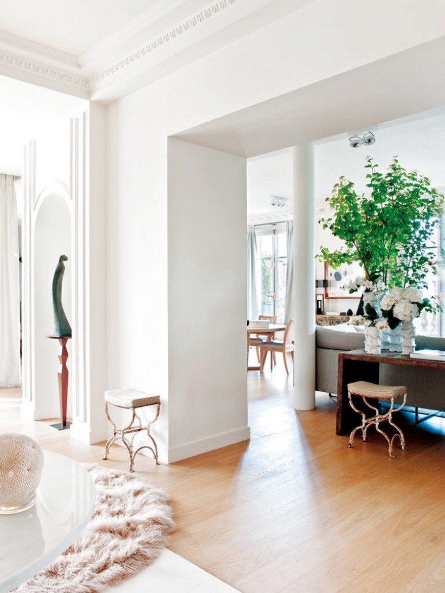 4-Paris-apartment-interior-design-contemporary-style-by-Stephane-Olivier-light-white-walls-pastel-colors-open-concept-living-room-corridor-light-wood-parquet-marble-floor-tiles-sculpture-crown-moldings-woolen-rug