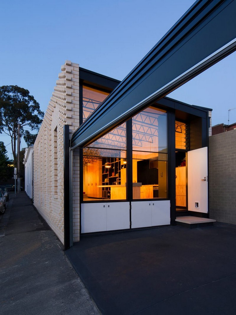 4-creative-small-house-in-Melbourne-suburbs-Australia-white-brick-exterior-wall-with-hello-word-panoramic-windows-in-yard-side-view
