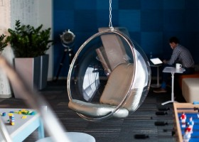 4-new-refreshed-renovated-Microsoft-office-headquarters-in-Moscow-interior-design-ceiling-mounted-floating-suspended-ball-arm-chair-transparent-beige-cushion-lounge-zone