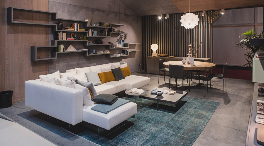 5-1-Lago-Italian-furniture-for-famous-women-Mauricia-Cacciatore-living-room-interior-design-contemporary-style-big-white-corner-sofa-throw-pillows-bookshelves-open-racks-dining-table-chair-glass-legs-base