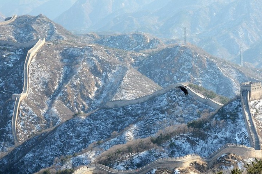 5-2-the-Great-Wall-of-China-beautiful-view-panoramic-winter-first-snow-day-sunny
