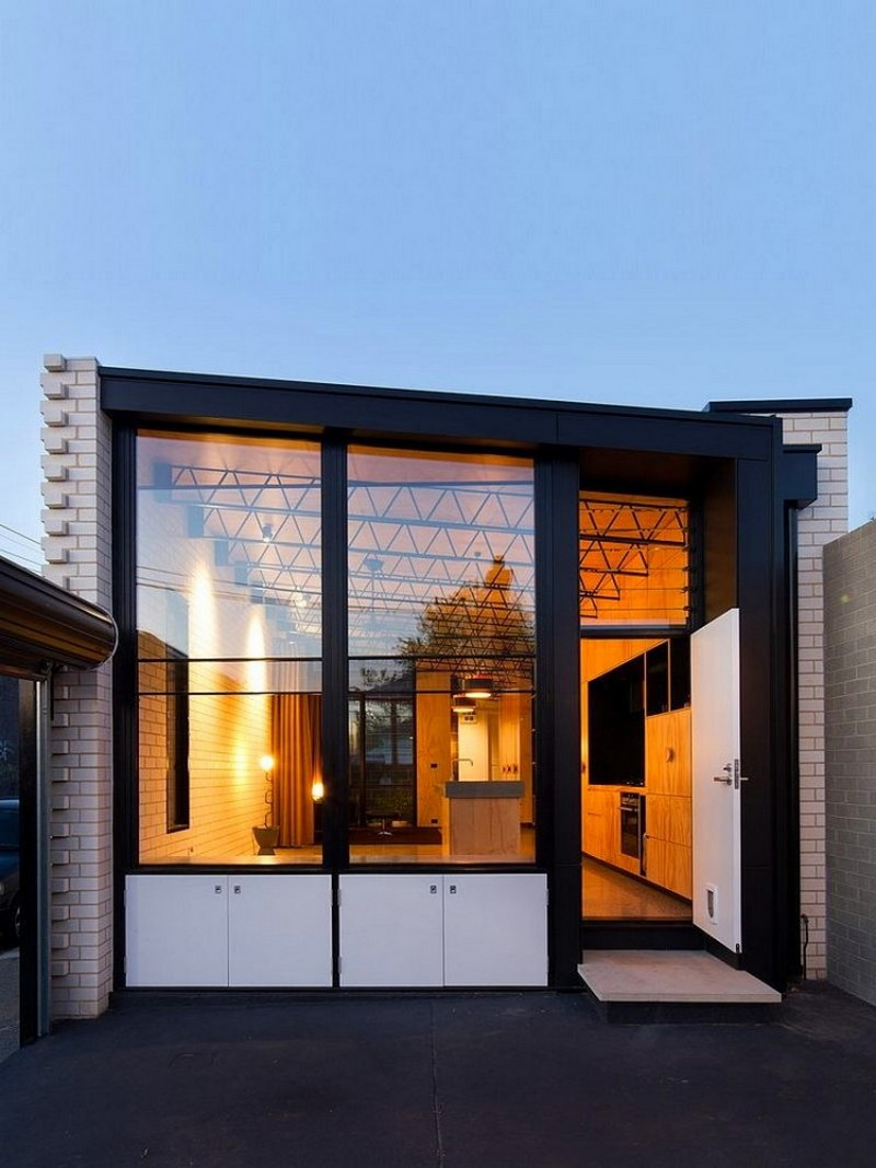 5-creative-small-narrow-elongated-house-in-Melbourne-suburbs-Australia-white-brick-exterior-wall-panoramic-windows-in-yard-side-view
