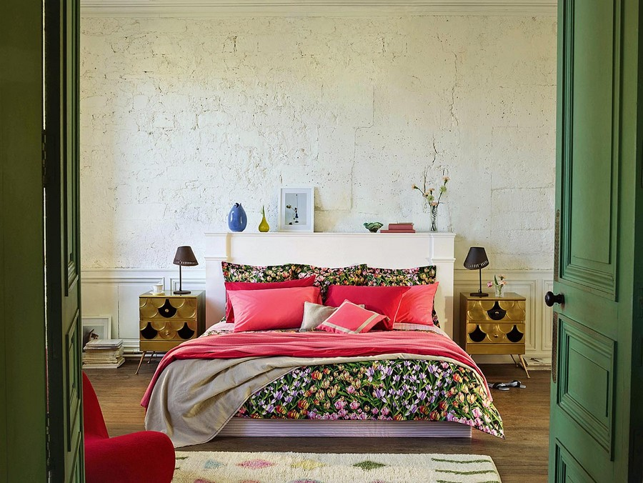 7-1-Set-of-cotton-bed-linen-with-bright-tulip-field-print-by-Zara-Home-black-background-beautiful-home-textile-decor-accessories-summer-2017