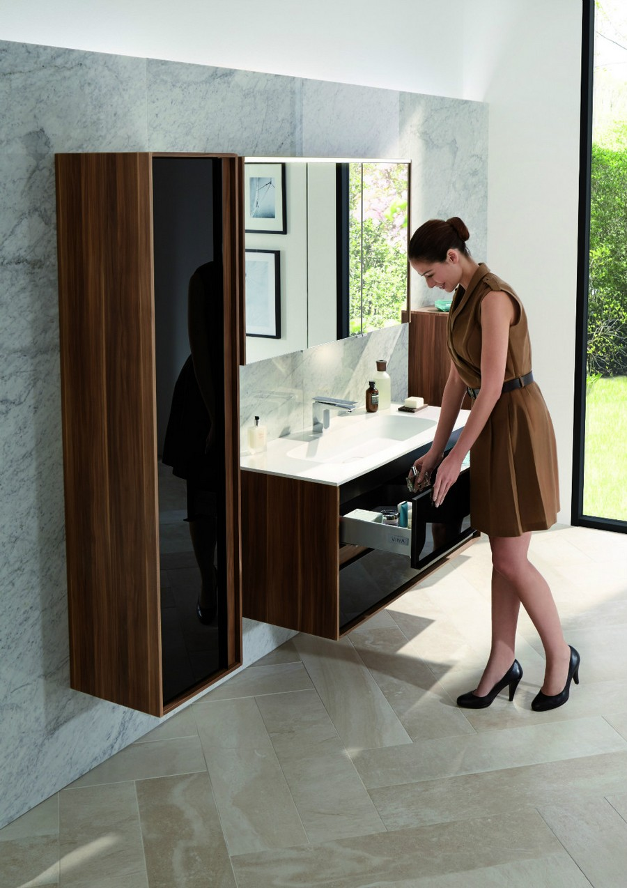 7-1-Vitra-beige-bathroom-interior-design-wash-basin-vanity-unit-wall-mounted-brown-glossy-cabinet-big-mirrorred-cabinet-dark-wood