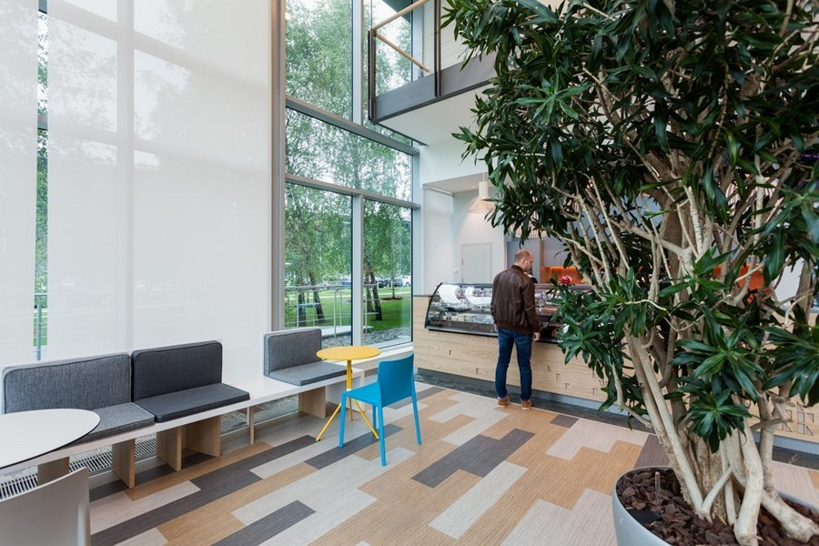 8-0-new-refreshed-renovated-Microsoft-office-headquarters-in-Moscow-interior-design-bar-zone-white-Roman-blinds-panoramic-windows-gray-beige-geometric-floor-pattern-bench